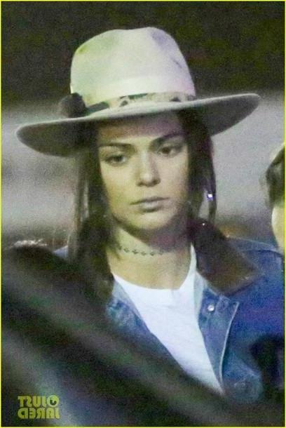 ee674a5200 Kendall-jenner Hat Beige Hat Hats Kendell Jenner Jewels Jewelry Choker  Necklace Necklace Gold Choker