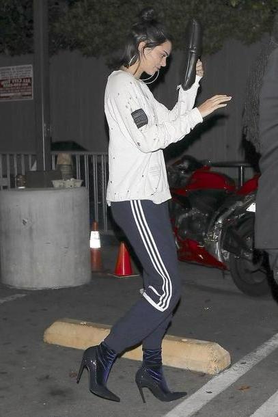 Kendall-jenner Shoes Black Pants Sweatshirt Sweatpants Kendall Jenner Model Duty Shoes cover image