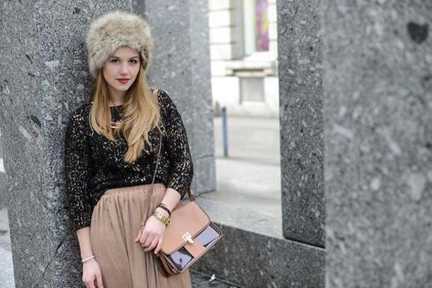 Skirt Beige Fashion Gamble Skirt Bag Sweater cover image