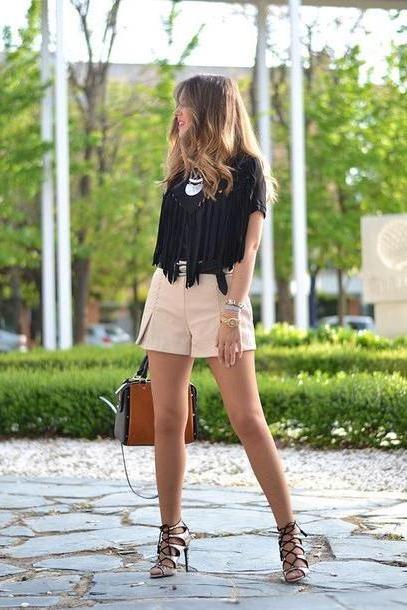Shorts Beige Mi Aventura La Moda Blogger Shorts Bag Fringe Fringed Shirt Shoes T Shirt Jewels cover image