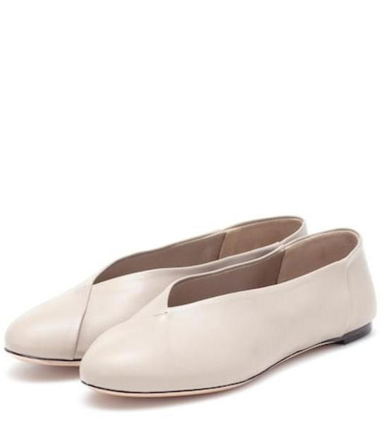 Max Mara Anne leather ballet flats in beige / beige cover image